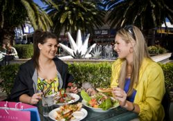 Harbour Town special dining offers for your shopping trip.