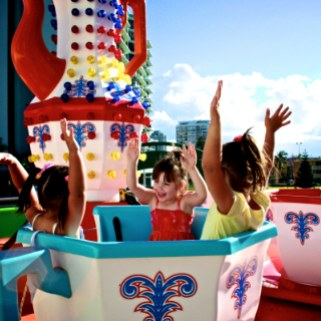The Kids LOVE the Tea Cups Ride at The Wheel of Surfers Paradise